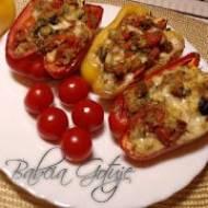 Papryka Faszerowana z Pomidorami – Danie Wegetariańskie