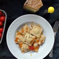 Bezglutenowe, pieczone ravioli z kaszą jaglaną i suszonymi pomidorami