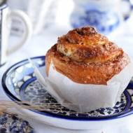 Drożdżowe, zawijane muffiny z jabłkami i cynamonem