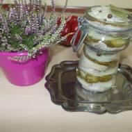 Śledzie matiasy w oleju z ogórkiem kiszonym i cebulką babci Basi