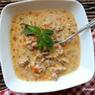 Zupa serowa z mięsem mielonym