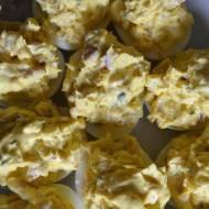 Jajca nadziywane szinkōm i pieczarkōma ( Jajka nadziewane szynką i pieczarkami)