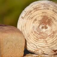 Chleb pszenny z kozim serem i kminkiem