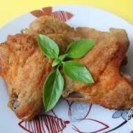 Pałki i skrzydełka kurczaka w chrupiącej pikantnej panierce