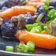 Curry z fioletowego kalafiora i marchewki