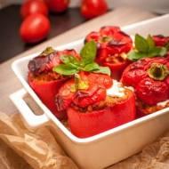 Dietetyczny obiad. Faszerowana papryka: kaszą jaglaną, pomidorami i serem feta