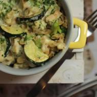 Zapiekanka z kurczakiem, brokułami i cukinią