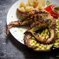 Duszona i grillowana ośmiornica z chimichurri i warzywami – jak przyrządzić ośmiornicę?