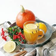 Jesienna herbata z miodem, cytryną, pomarańczą, goździkami i cynamonem