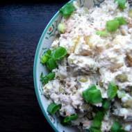 Sałatka ziemniaczana z tuńczykiem i groszkiem