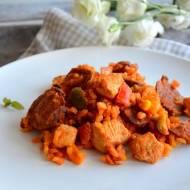 Paella z kurczakiem, chorizo i warzywami