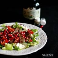 Sałatka z pikantną wołowiną, granatem i mozarellą