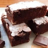 Ciasto czekoladowe z orzechami