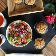 Wytrawne muffinki z wędzonym łososiem, kaparami i serkiem ricotta