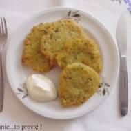 Prosty przepis na placki ziemniaczane z dodatkiem marchewk i pietruszki.