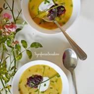 132. Złota jesień, czyli: czosnkowa zupa krem muśnięta musem z buraków.