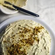 Ciasto migdałowe z kremem pistacjowym