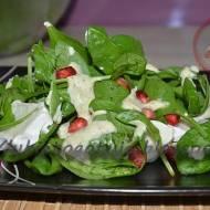 Sałatka szpinakowa z sosem pistacjowym