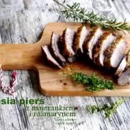 Gęsia pierś pieczona z majerankiem, rozmarynem i czosnkiem