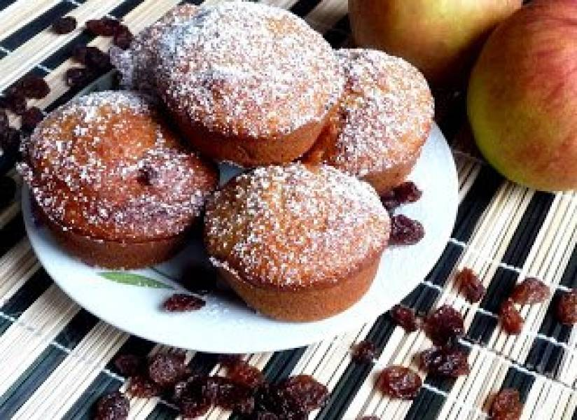 Błyskawiczne muffinki jabłkowe z rodzynkami