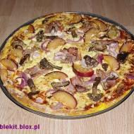 Pizza po polsku na dyniowym cieście