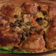 Kurczak na ryżu z pieczarkami i papryką