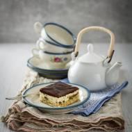 Sernik z daktylami i czekoladą na owsianym spodzie