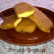 Smażony żółty ser w grubej panierce