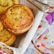 Drożdżowe zawijane muffiny z jabłkami