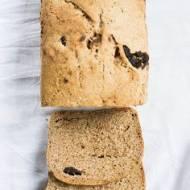 Orkiszowy chleb na zakwasie ze śliwką.