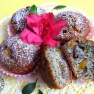 Makowe muffinki z nektarynkami
