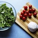 Sałatka z rukolą i suszonymi pomidorami, czyli coś dla fanów wyrazistego smaku