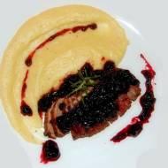 Filet z kaczki w sosie wiśniowym z selerowym puree