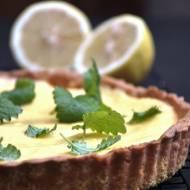 Tarta cytrynowa z lemon curd i melisą