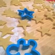 Świąteczne kruche ciasteczka z gotowanymi żółtkami