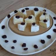 Camembert z żurawiną, czyli koreczki na imprezę