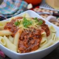 Penne z sosem pomidorowo-szpinakowym