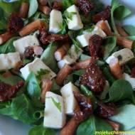 Sałatka z kabanosami i camembertem