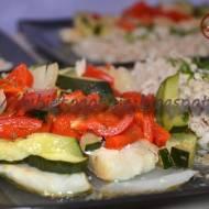 Ryba parowana pod kołderką z warzyw