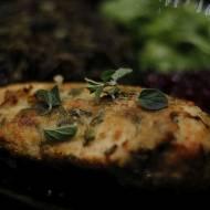 Piersi pieczone w panierce jogurtowo – ziołowej z parmezanem