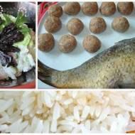 Piątkowy obiad: pulpety z ryby z ryżem i surówką z kapusty pekińskiej