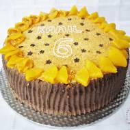 Skromny tort urodzinowy
