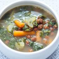 Zupa z zieloną herbatą i czosnkiem