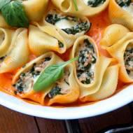 Muszle makaronowe nadziewane tuńczykiem, szpinakiem i mozzarellą