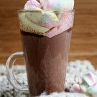 Czekoladowa kawa z piankami marshmallow