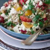 Sałatka z pęczakiem, pomidorami i fetą