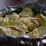 Pieczone ziemniaki z twarogiem, cheddarem i wędzonym pstrągiem