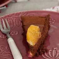 Kremowy sernik czekoladowy z pomarańczą.