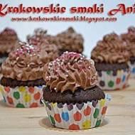 Muffinki kakaowe z kremem mocno czekoladowym