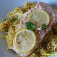 Pieczony łosoś z kiszoną kapustą curry